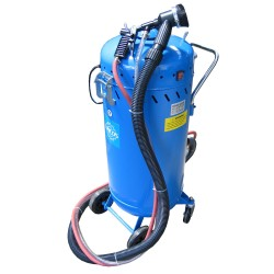 Portable sandblaster, with built-in vacuum 105l